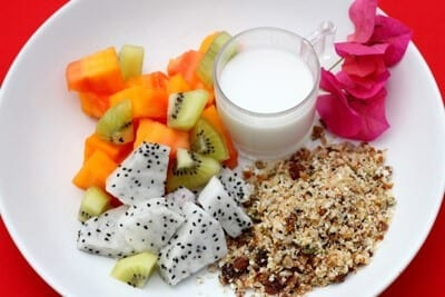 omega-muesli-fruit-bowl