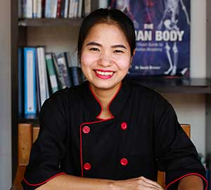 BEE YAIKAMPOD - raw food workshops in phuket