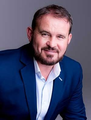 SCOTT STEVENSON - Mindset Specialist, Scott's passion is to help people access their authentic and optimum state.